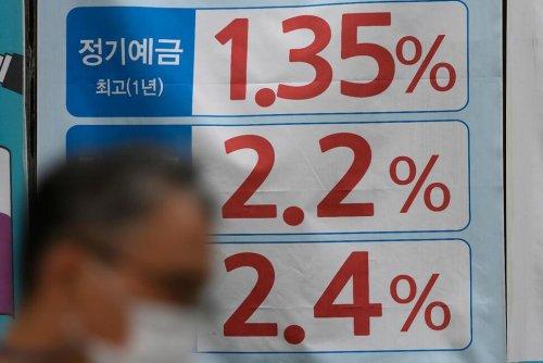 Asian Shares Mixed as Investors Mull US Data