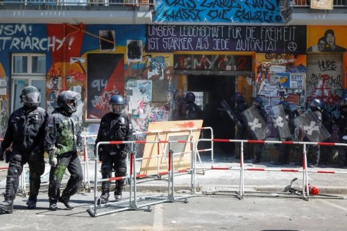 Berlin Police Force Entry to Long-Time Squat Under Hail of Fireworks, Smoke Bombs   World News   US News