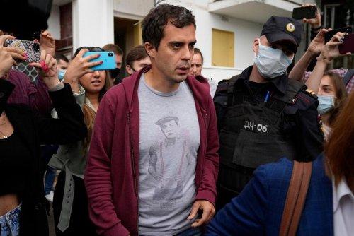 Russian Police Raid Home of Investigative Journalist | World News | US News