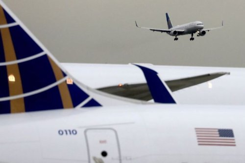 As United Weighs Outsourcing Catering, U.S. Lawmakers Demand New Curbs on Federal Aid