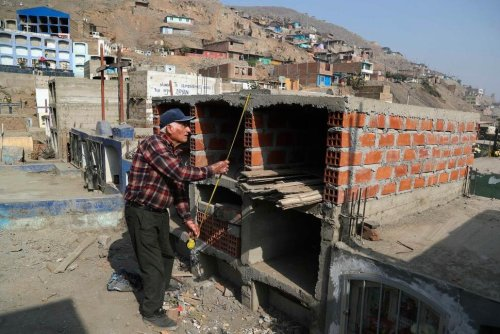 Pandemic Triggers New Crisis in Peru: Lack of Cemetery Space