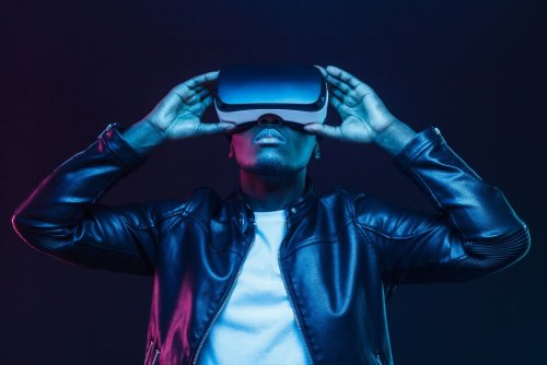 How to Invest in the Metaverse: 7 Metaverse Stocks to Buy