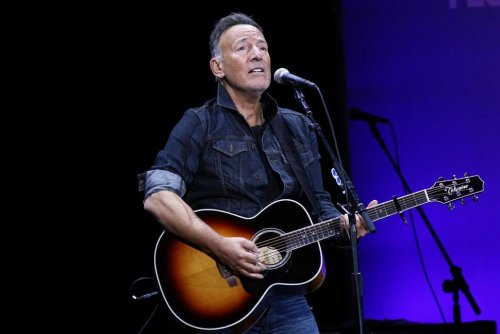 Bruce Springsteen Receives This Year's Woody Guthrie Prize