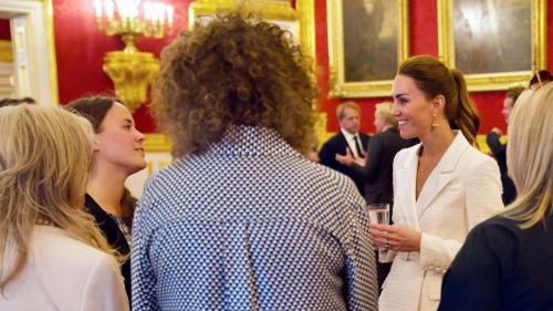 Glissée dans un total look immaculé, Kate Middleton fait sensation lors de sa dernière sortie officielle