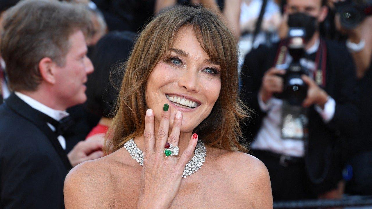 Festival de Cannes 2021 : Carla Bruni et sa manucure aux couleurs de l'Italie ne sont pas passées inaperçues