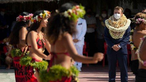 « Tu es très beau président » : À Tahiti, Emmanuel Macron reçoit un accueil plus que chaleureux
