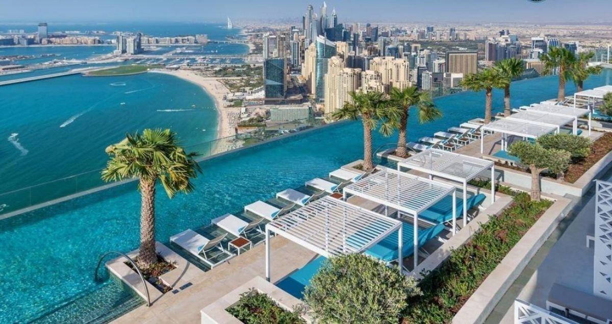À Dubaï, la plus haute piscine du monde vient d'ouvrir ses portes et elle est vertigineuse