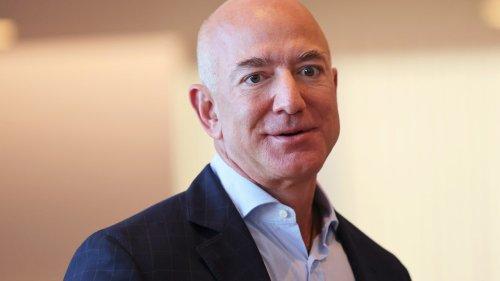 Le très luxueux yacht de Jezz Bezos aperçu pour la première fois aux Pays-Bas