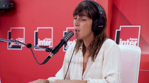 Juliette Armanet reprend « Tu m'oublieras » de Larusso le temps d'une prestation subjuguante