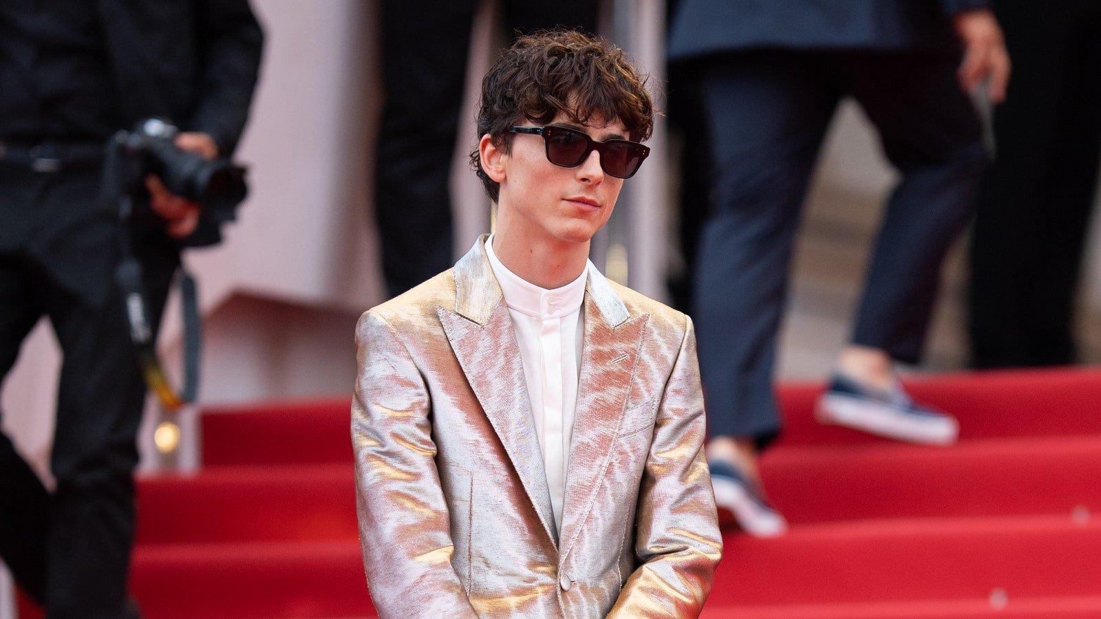 Festival de Cannes 2021 : Timothée Chalamet fait un retour remarqué sur le tapis rouge avec un costume étincelant