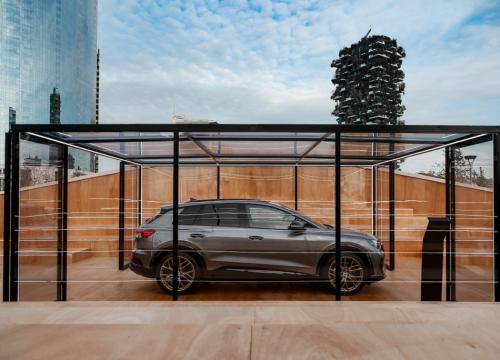Audi, svelato a Milano il nuovo suv Q4 e-tron - VanityFair.it