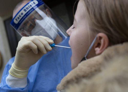Autorizzati i test salivari: ecco quando si potranno usare - VanityFair.it