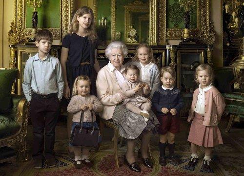 La regina Elisabetta, i suoi undici bisnipoti e il significato «segreto» dei loro nomi - VanityFair.it