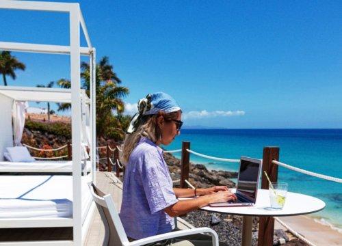 Come vincere 6 mesi di soggiorno gratuito alle Canarie per lavorare a distanza - VanityFair.it