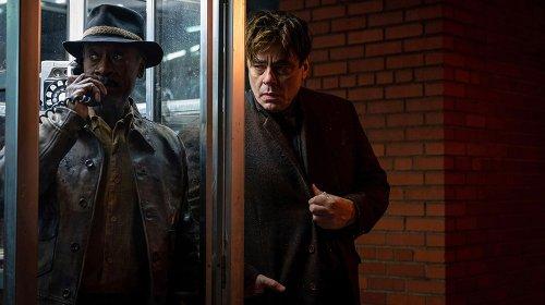 'No Sudden Move' Review: Don Cheadle and Benicio Del Toro in Steven Soderbergh's Playfully Dark '50s Noir