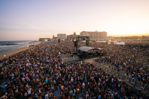 Rock Photographer Danny Clinch Talks Sea.Hear.Now Fest, Featuring Pearl Jam's First U.S. Show in Three Years