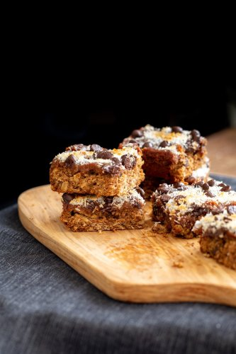 Oatmeal Chocolate Chip Date Caramel Snack Bars