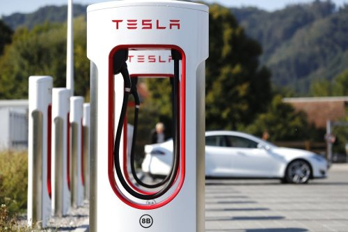 Elon Teases Increase in Supercharging Speed, Says That Future May See 280, 300, 350 kW