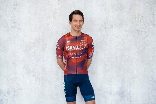 VN news ticker: Israel Start-Up Nation unveils new Giro d'Italia jersey | VeloNews.com
