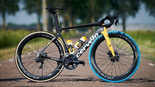 Blue tires at the Tour de France? Jumbo-Visma's Vittorias promote Swapfiets | VeloNews.com