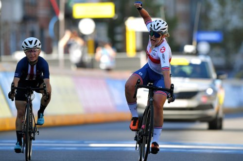 Zoe Backstedt outsprints the American Kaia Schmid in tense junior women's road race