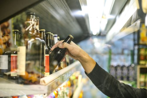 Alcohol Use Within Guidelines Still a Risk, Study Shows