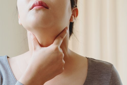 Hypothyroidism vs. Hyperthyroidism: What's the Difference?