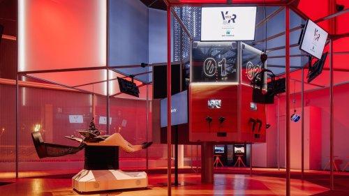 'Jack Into' A Parisian VR Arcade for $10 An Hour
