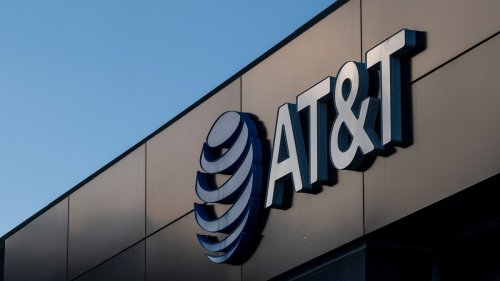 90-Year-Old AT&T User Pays for Wall Street Journal Ad to Tell CEO His Internet Sucks