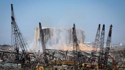 À Beyrouth, les silos à grains partiellement détruits risquent de s'effondrer