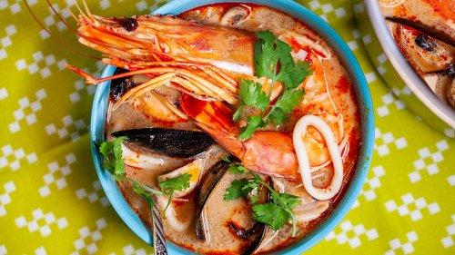 Make Tom Yum, A Hot & Sour Thai Noodle Soup