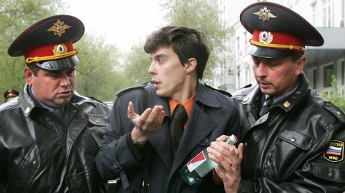 Russian Cops Arrest Journalist Who Exposed Spies Involved in MH-17 Downing