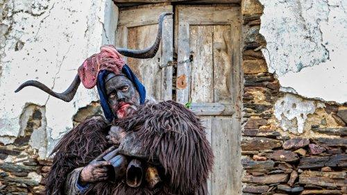 Los místicos trajes ancestrales de las montañas de Cerdeña