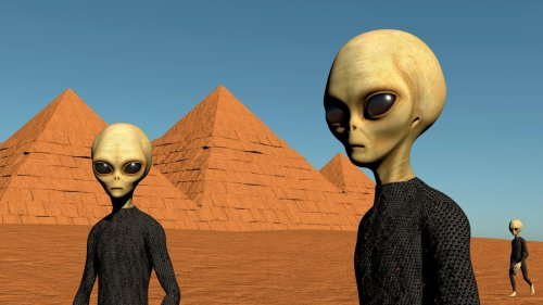 Why Do So Many People Still Think Aliens Built the Pyramids?