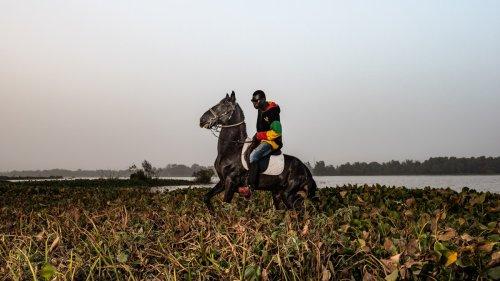 Los vaqueros negros de Uagadugú, en fotos