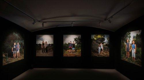 Fotos que muestran un fresco de los adolescentes de Barcelona