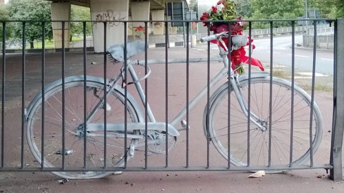 How the Biking Community Mourns Its Dead
