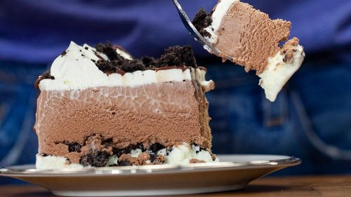 Make Ice Cream Cake With Cookie Crunchies