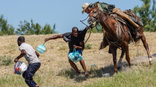 US Border Agents Are Removing Haitian Migrants With Horses and Whips