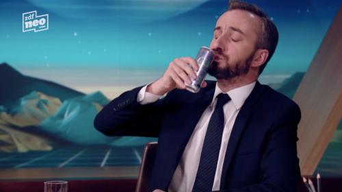 Milliardenschwere Schluchtenscheißer und kleine Manfred-Penisse: So zerlegt Jan Böhmermann Red Bull