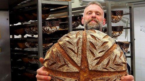 Il famoso fornaio romano che fa il pane con un grano primordiale