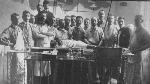 Die Geschichte des rumänischen Arztes, der sich zwölf Mal erhängte