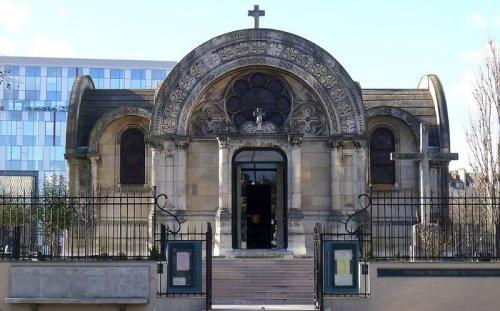 Notre-Dame-de-la-Compassion : l'église du dernier roi de France   Vivre Paris