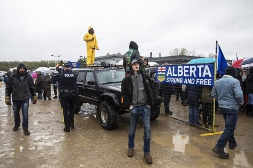 Police hand out tickets to dozens leaving anti-lockdown protest in Alberta