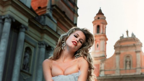 Claudia Schiffer Pens An Ode To The Magical 1990s