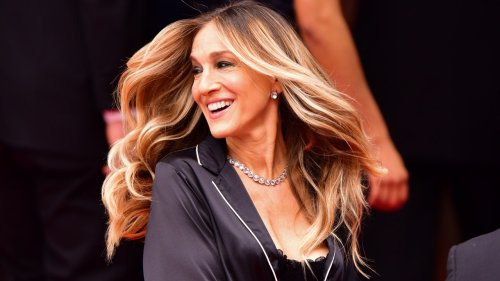 Sarah Jessica Parker's Au Naturel Hair Is The Chic Way To Do Grey