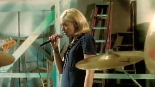 "Gwen Stefani Revived Her ""Don't Speak"" Music Video Look"