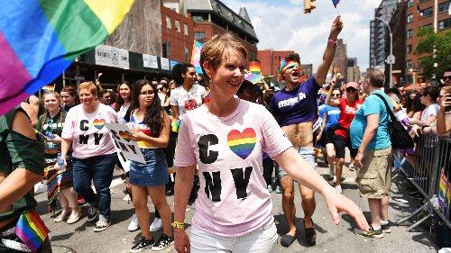 Queere Literatur: Beth Ditto, Cynthia Nixon und weitere LGBTQ+-Persönlichkeiten über Bücher, die ihr Leben verändert haben