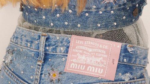 Levi's x Upcycled by Miu Miu: Sind das die begehrenswertesten Jeans(jacken) des Sommers?