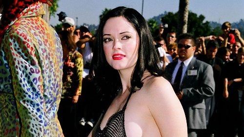 """Rose McGowan: Die wahre Geschichte hinter dem """"nackten"""" Kleid, das sie bei den VMAs 1998 trug"""
